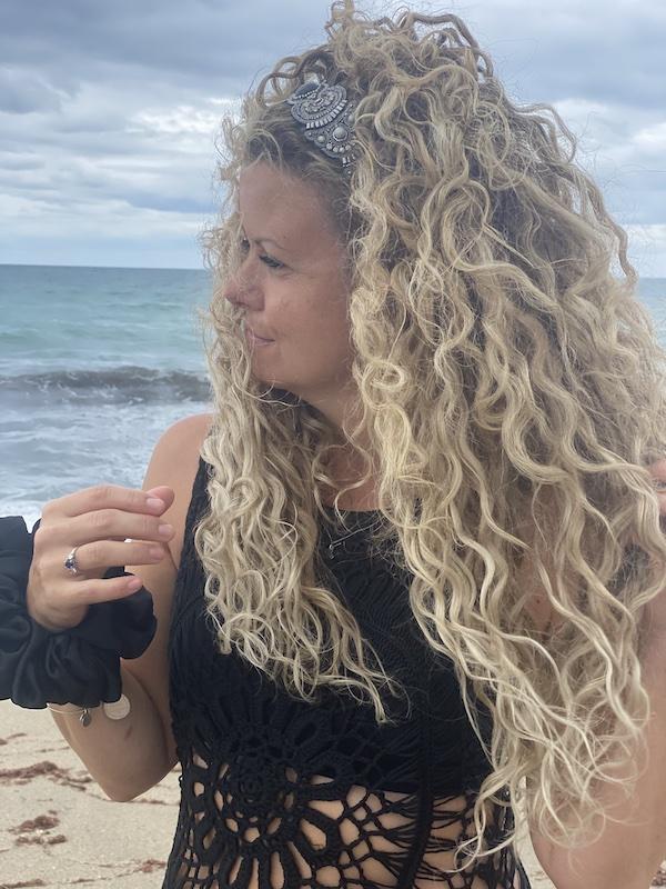 beach care hair extensions 01